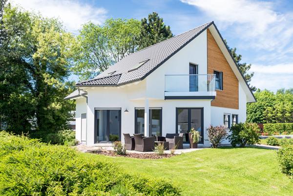 Ein schön und professionell fotografiertes Mehrfamilienhaus